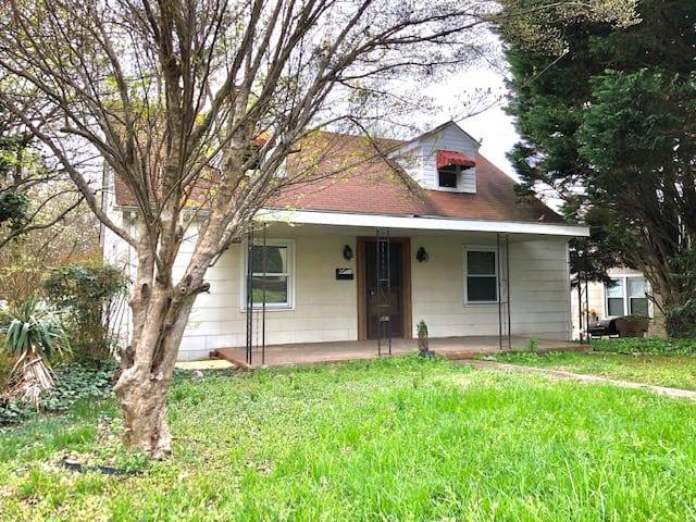601 S Chapman Street, Greensboro, NC 27403